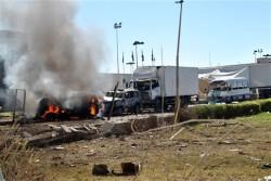 Ataque coordenado iniciou-se com a explosão de uma viatura armadilhada, conduzida por um suicida