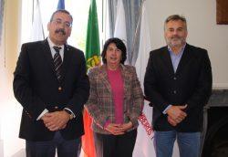 Dr. José Ferreira, presidente da ENB, acompanhado pela Dra. Isabel Polónia, diretora da EPJ, e pelo inspetor chefe Filipe Ferreira, docente na EPJ.