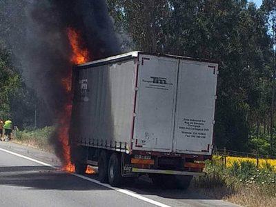 Camião a arder na A28 Foto: O.S.VIGILANTES DA ESTRADA